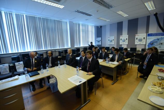 Группа стажеров из Вьетнама на приеме у первого проректора, Министром связи и информатизации Нгуен Бак Шономю республики Вьетнама на каф. ЗСС