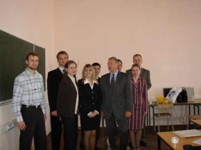 Профессор В.И.Коржик с учениками